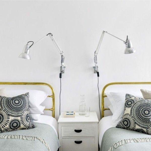 kleines Schlafzimmer einrichten vollkommene Symmetrie Lampen - schlafzimmer weiß grau