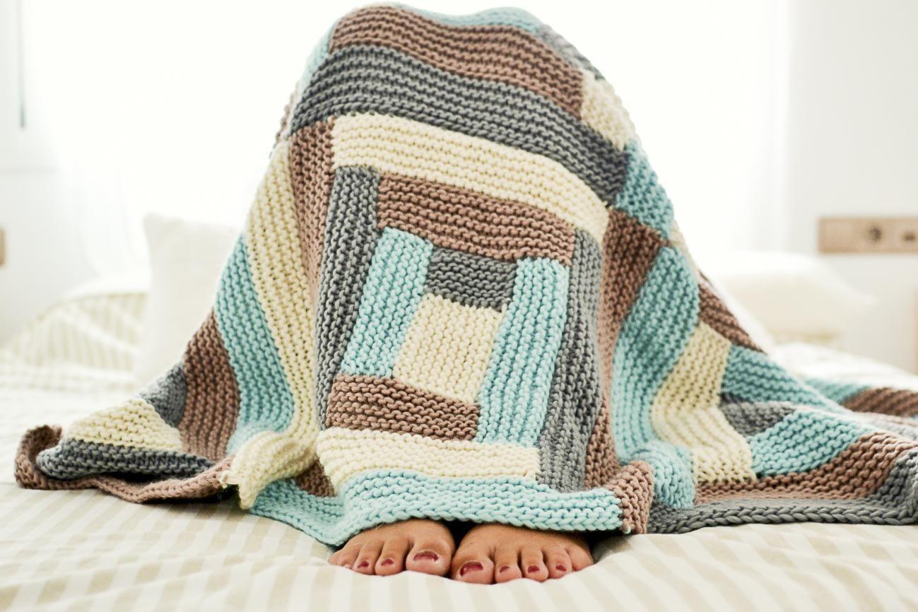 Plaid Fatto Ai Ferri come realizzare una coperta di lana con colori e filati