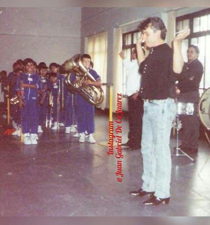 1990 con los niños de la escuela SEMEJASE  ensayando para la presentación de su primer concierto en Bellas Artes