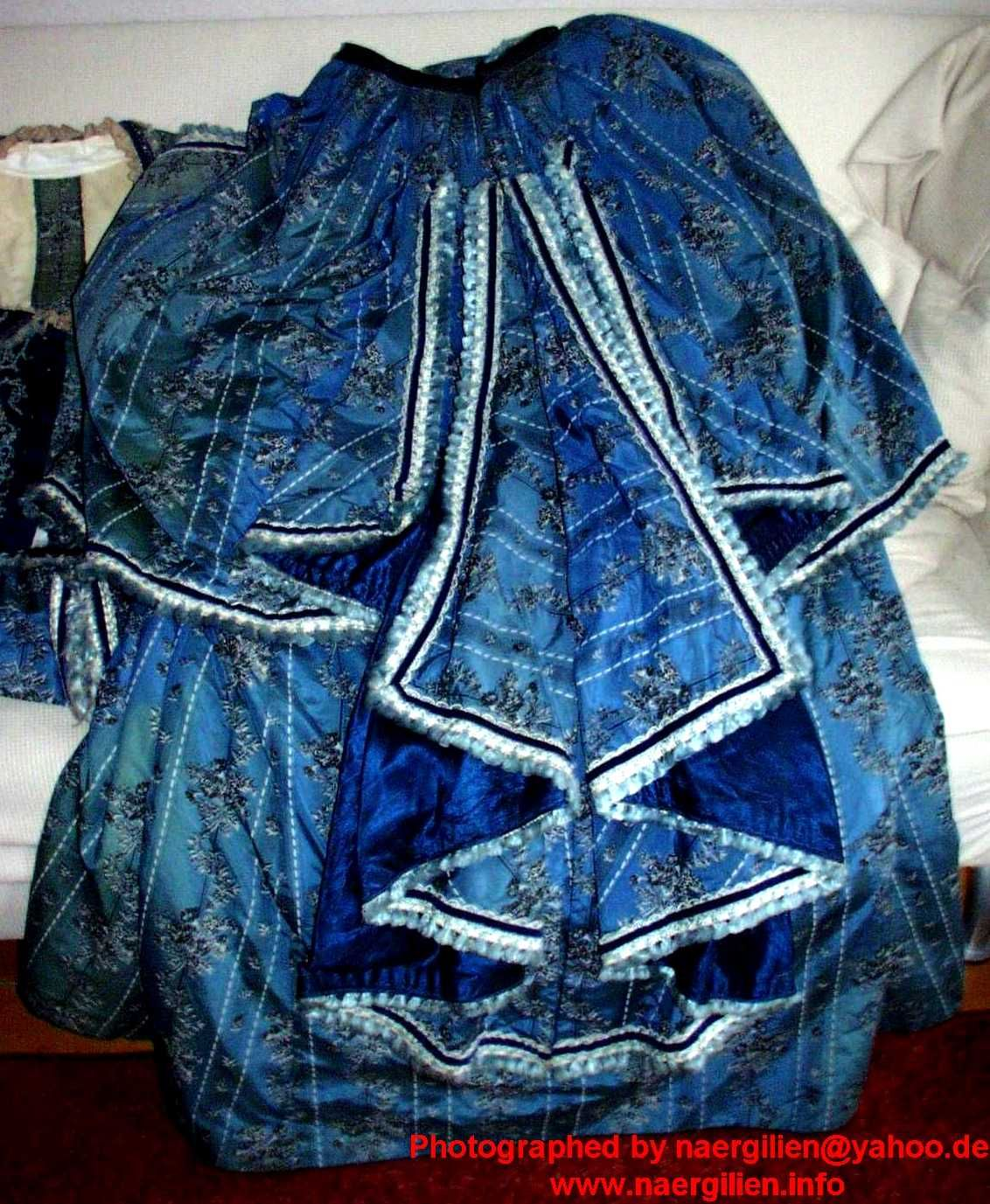Picture of the complete back of the skirt.