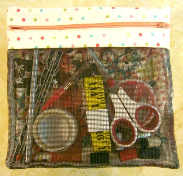 zipper mesh bag tutorial  http://www.patchworkposse.com/blog/2013/01/zipper-bag-tutorial-52-ufo-quilt-block-pick-up/#