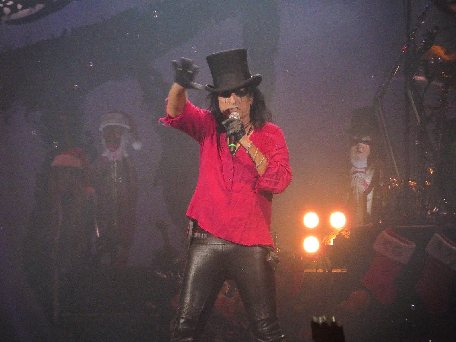 Alice Cooper performs at 2014 Christmas pudding.