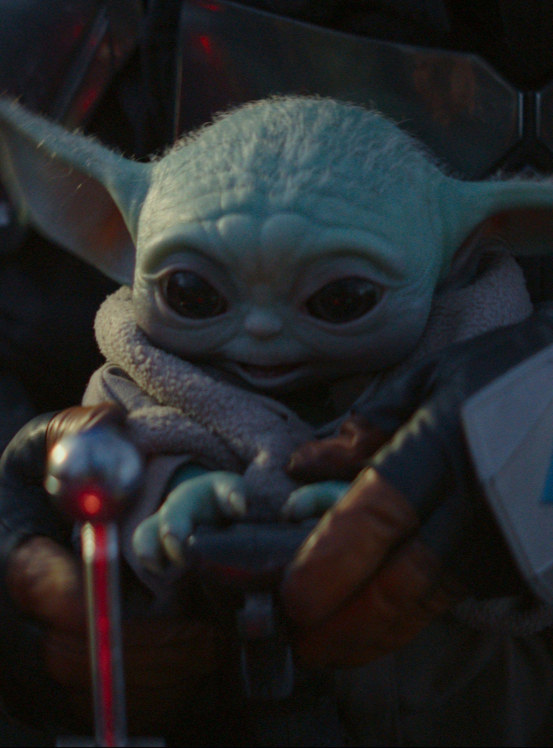 Baby Yoda Drinking Soup Is Taking Over The Internet Yoda Wallpaper Yoda Funny Star Wars Baby