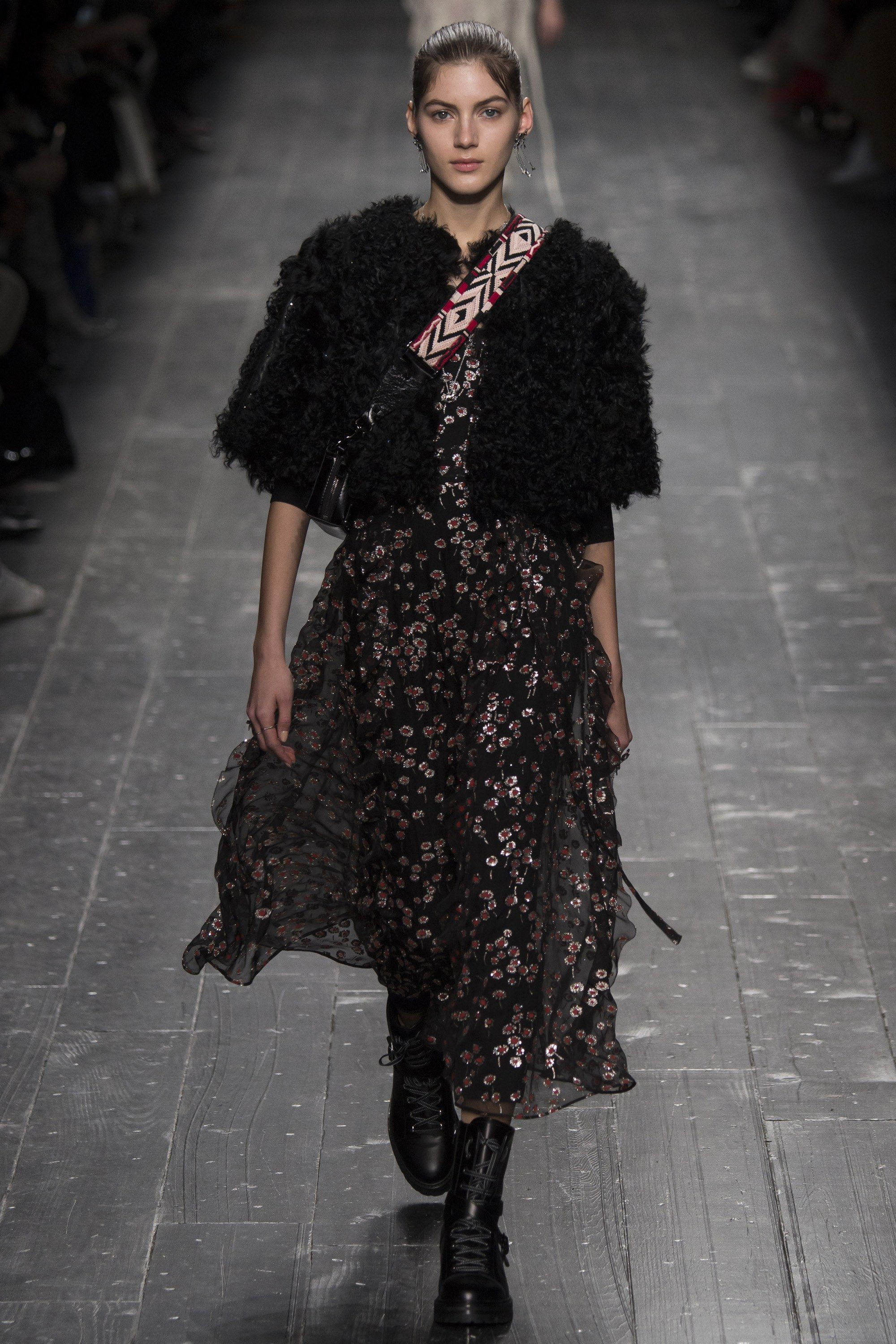 Valentino Fall 2016 Ready-to-Wear Fashion Show - Valery Kaufman (Elite)