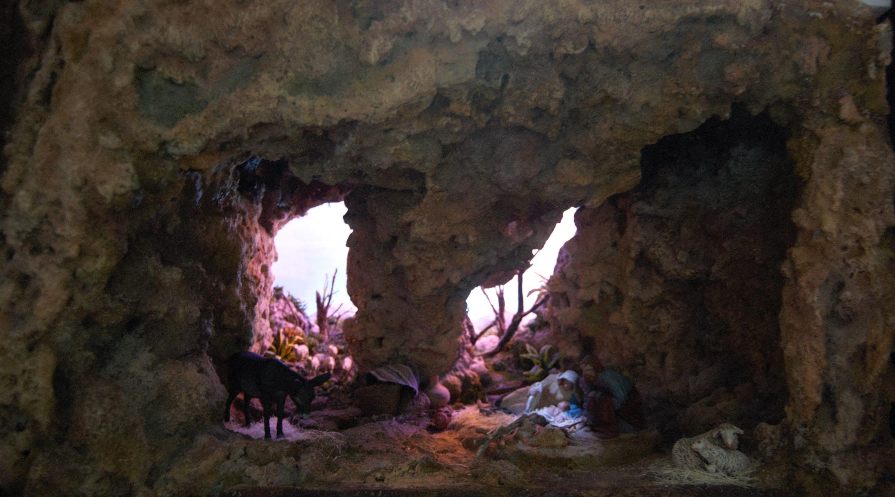 Resultado de imagen para josé y maría y la cueva de belén