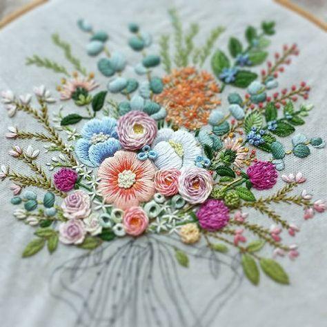 #embroiderydesign #embroidery #embroiderylicious #stitch #flowers #handmade #꽃자수 #프랑스자수배우기 #스티치기법 #도안작업