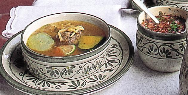 Receta puchero de tres carnes. Puchero de tres carnes es un platillo típico de Yucatán. Aquí te compartimos una receta para prepararlo.