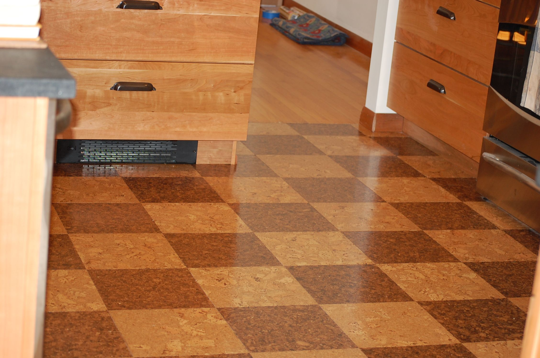 A Clients Unique Checkerboard Layout Is Of The Oceano And Night Cork Floor Tiles Cork Tiles Are Perfect For The Kitchen Cork Flooring Cork Wall Tiles Flooring