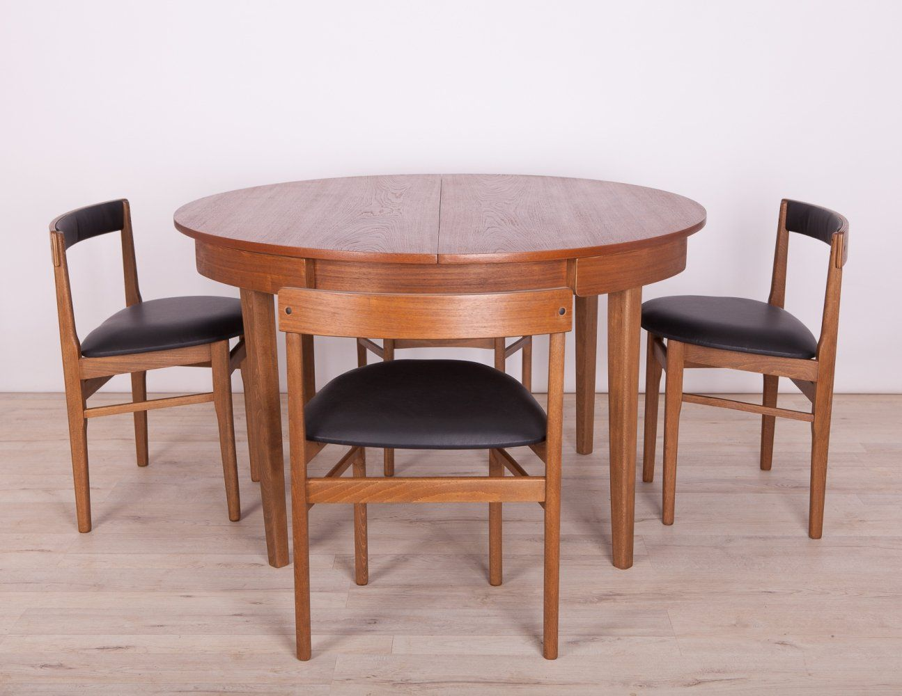 For Sale Mid Century Teak Dining Table Chairs From Mcintosh 1960s Dining Table Chairs Teak Dining Table Table And Chairs