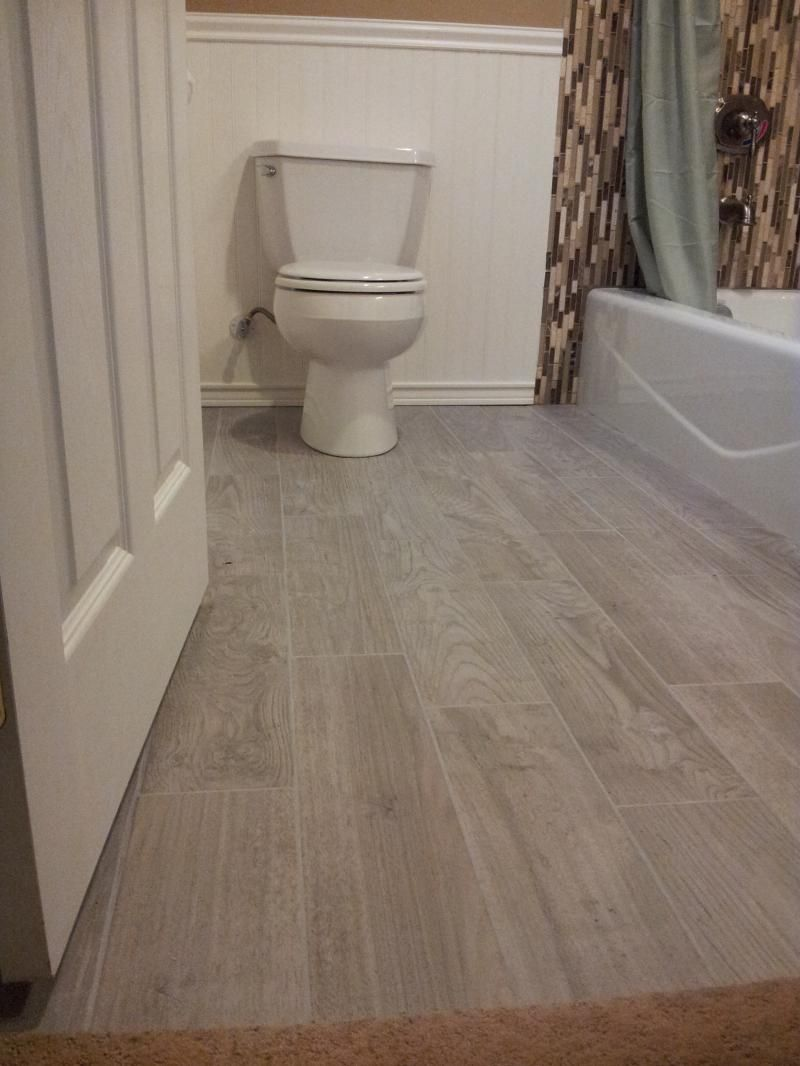 Planked porcelain wood like tiled floor bathroom floor for Grey wood floor bathroom