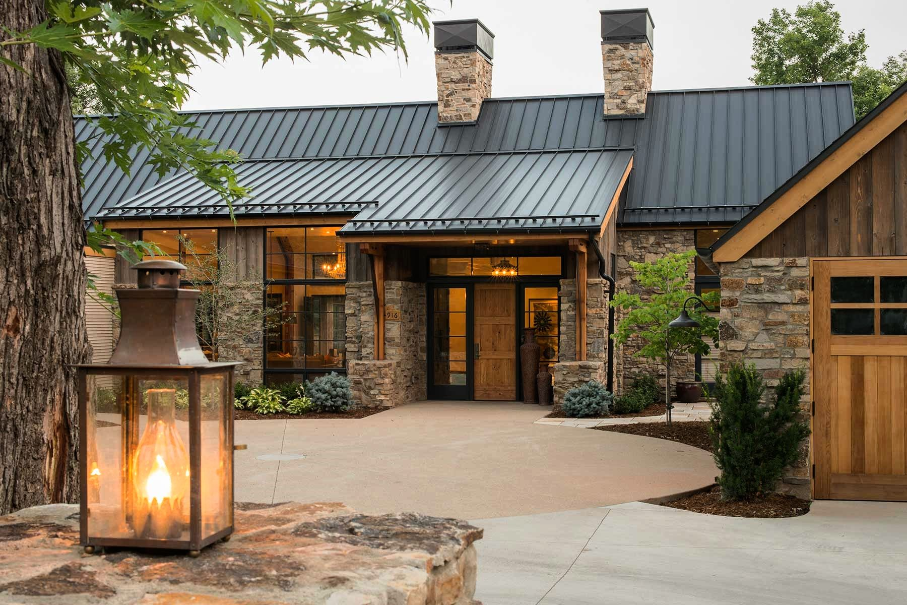 Open This Pin To See More Photos I Like The Combination Of Metal Roof Stone And Cement Board Mod Mountain Home Exterior Rustic Houses Exterior Modern Ranch