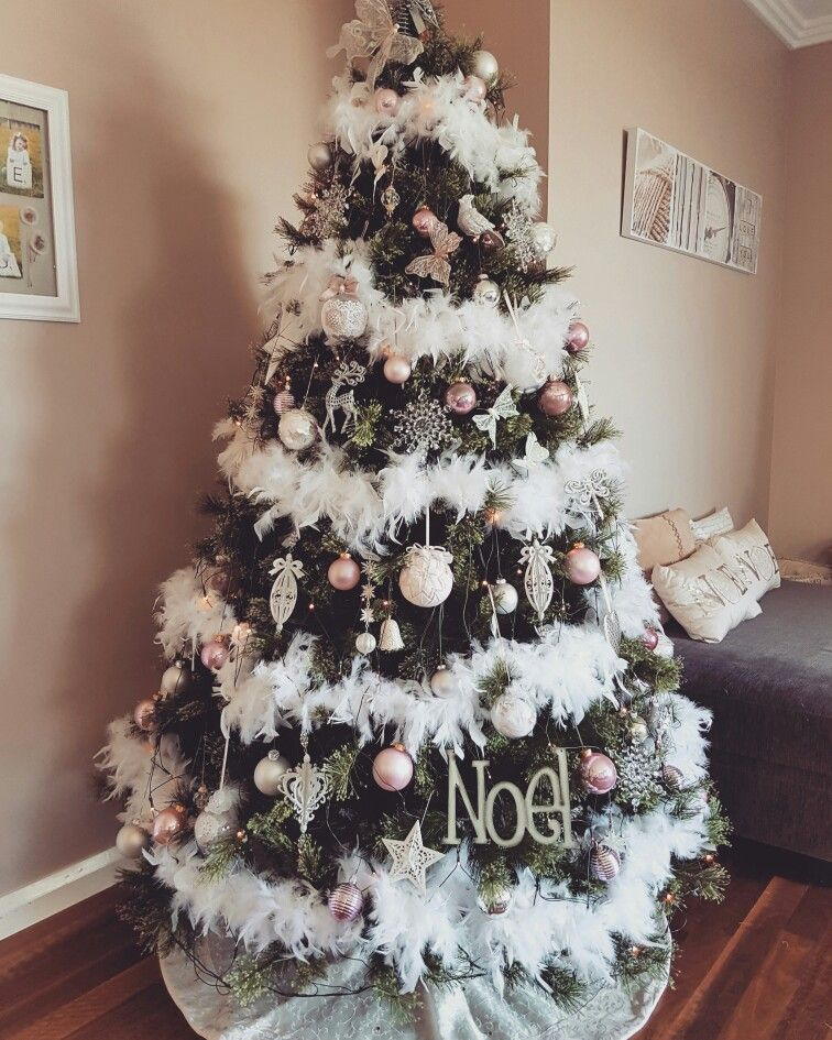 My Feather Boa Christmas Tree Pretty In Pink Christmas Tree Feathers Christmas Tree Themes Christmas Tree Inspo