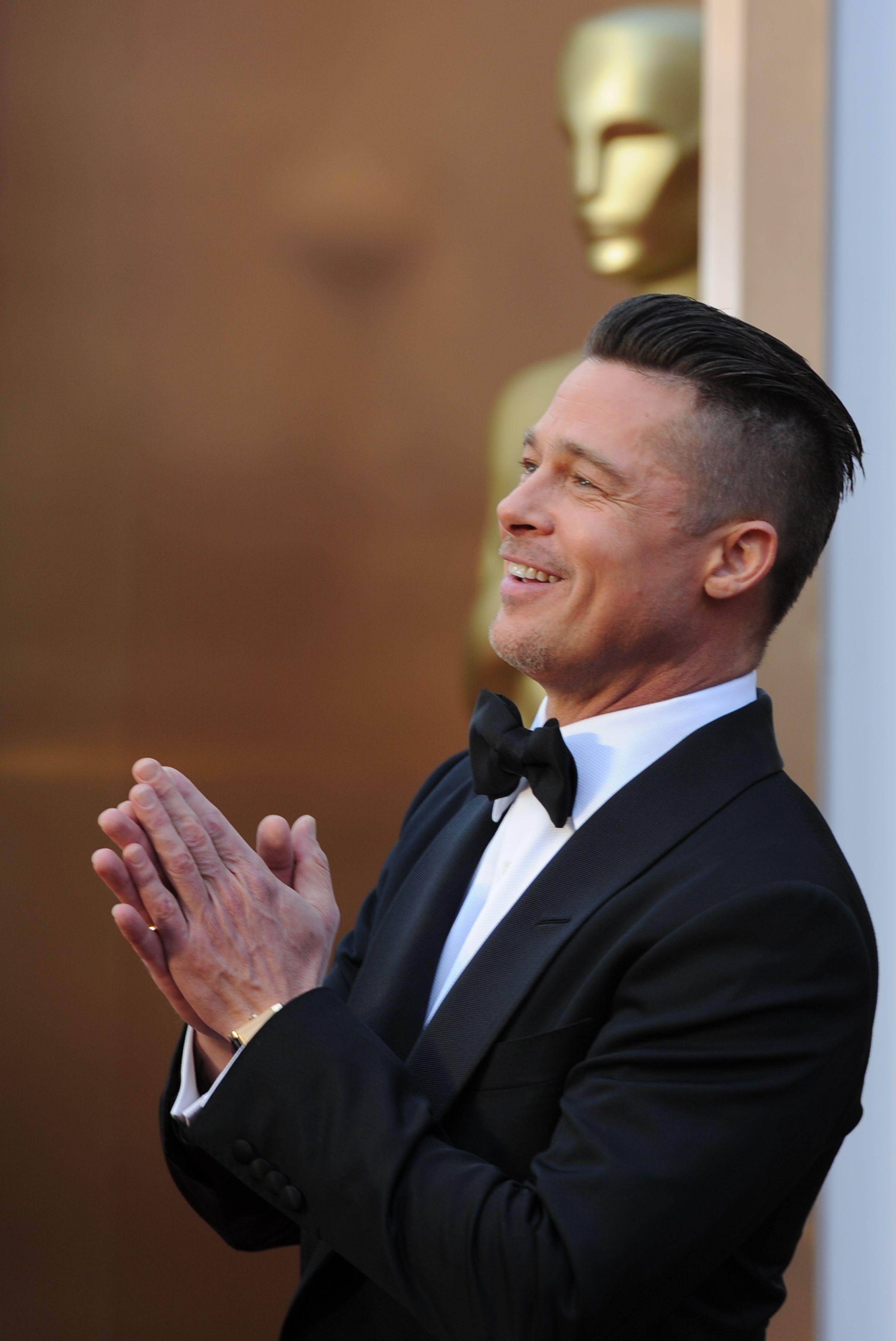 The Best Brad Pitt Haircuts Hairstyles Ultimate Guide In 2020 Brad Pitt Haircut Brad Pitt Hair Brad Pitt