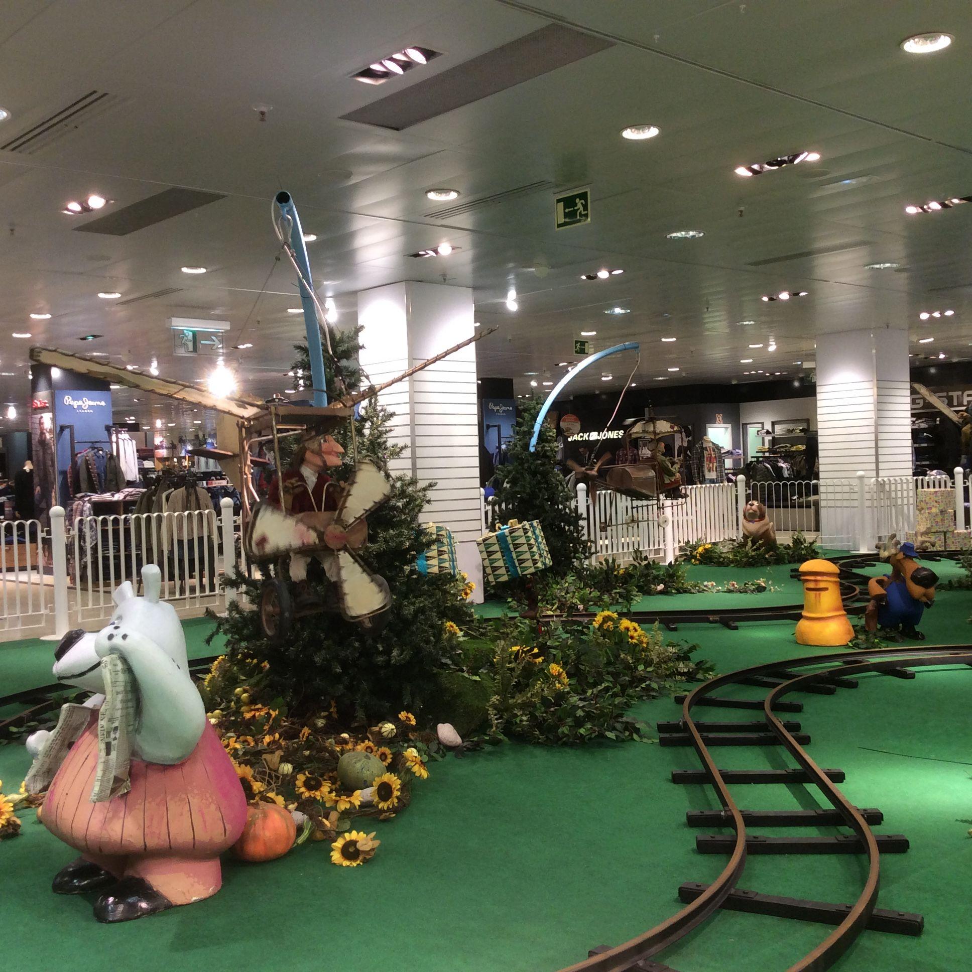 Decoraci N Navidad En Centro Comercial El Tren De La Navidad  ~ Decoracion Navidad Corte Ingles