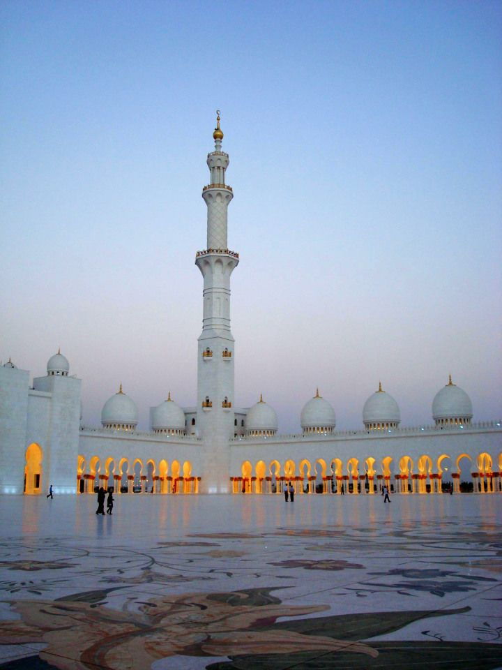 Sheikh Zayed Mosque Abu Dhabi Uae The Bucket List