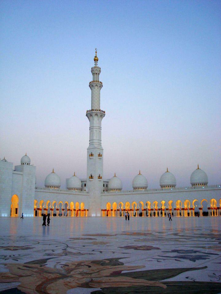Sheikh Zayed Mosque Abu Dhabi Uae The Bucket List