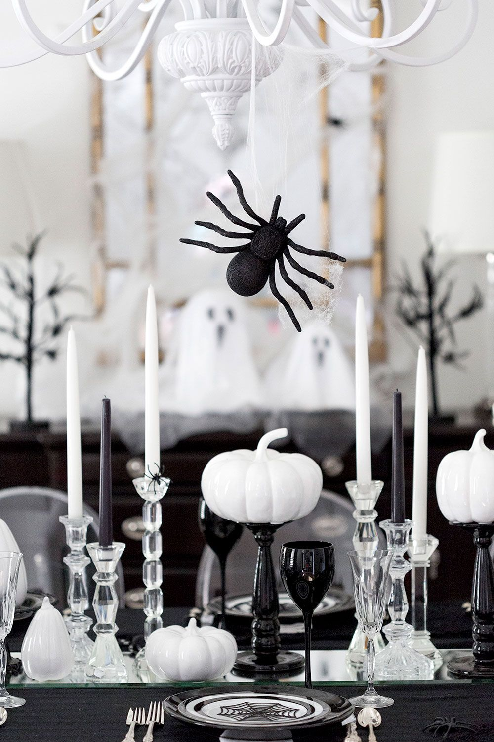 host a spooktacular halloween dinner party - Black And White Halloween Party