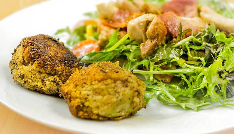 Paleo Sweet Potato Balls & Chicken Salad #paleo #chicken #paleorecipe #sweetpotato #healthysnack #yumpaleo