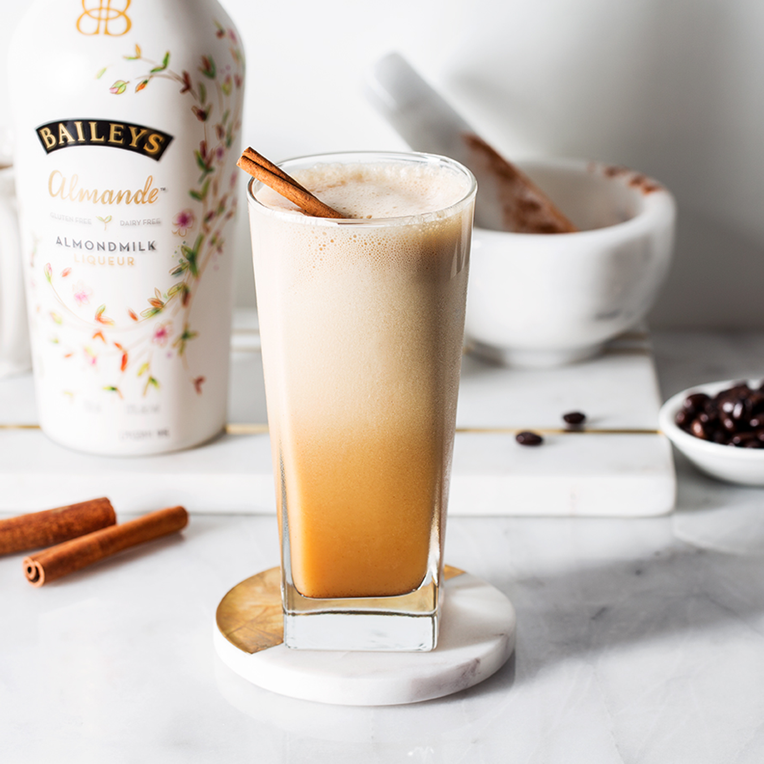 An Iced Latte For All Of Your Almande Desires. 💫 Recipe: 1