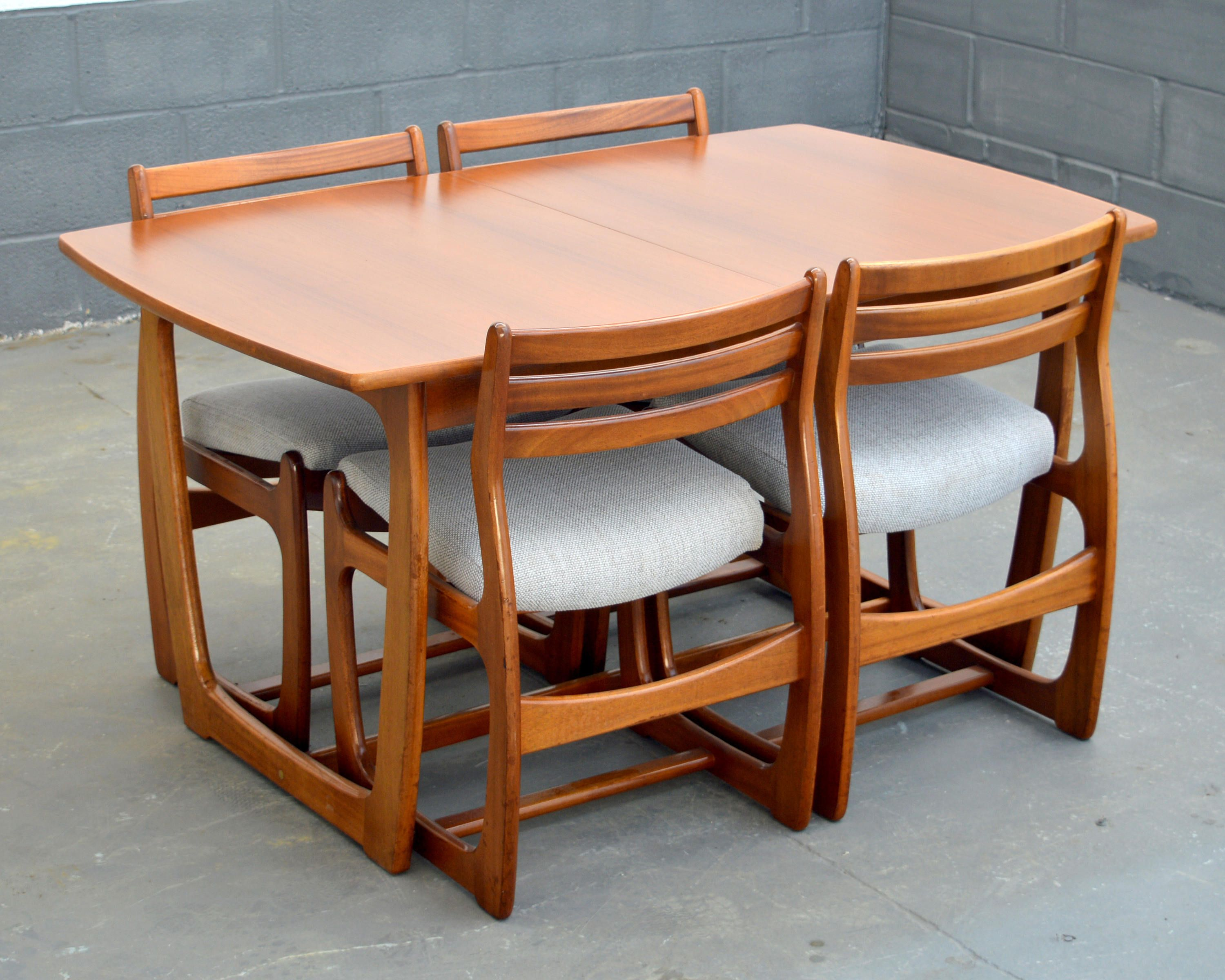 Mid Century Modern Furniture Dining Table With Four Chairs
