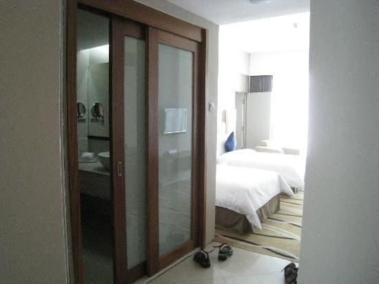 The Zenith Hotel Kuantan Photo Sliding Door To Bathroom With Unique Picture And Sliding Door For Bathr Sliding Doors Sliding Door Design Sliding Bathroom Doors