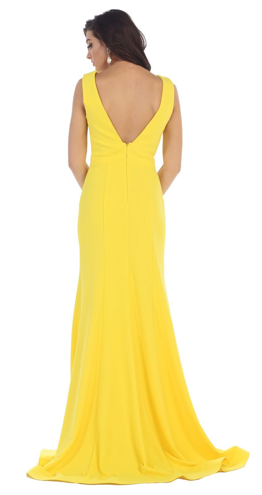 1f647497b3 This simple plus size floor length dress features sleeveless ...