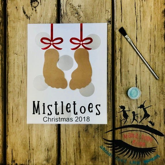 Mistletoes Footprint Art, Christmas Craft, Toddler Footprint Art, Baby Footprint Art, Mama Don't Blink #mistletoesfootprintcraft