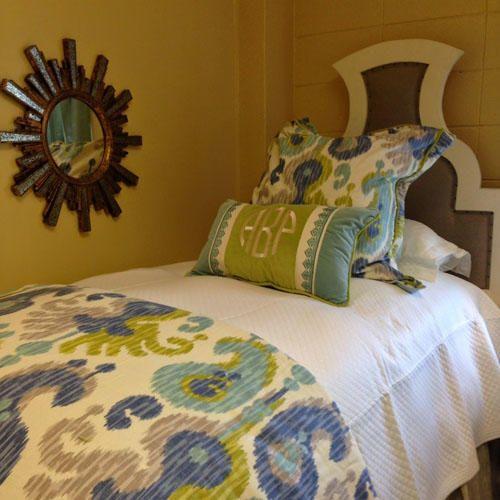 Stylish Dorm Room Decor Ideas | Dorm room, Dorm and Small rooms