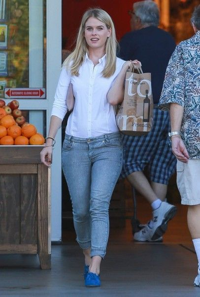 Alice Eve Photos Photos Alice Eve Goes Grocery Shopping At