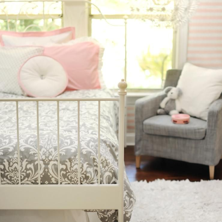I just love pink, white, and gray! Kinleys room is def. going to be pink, white, and gray!