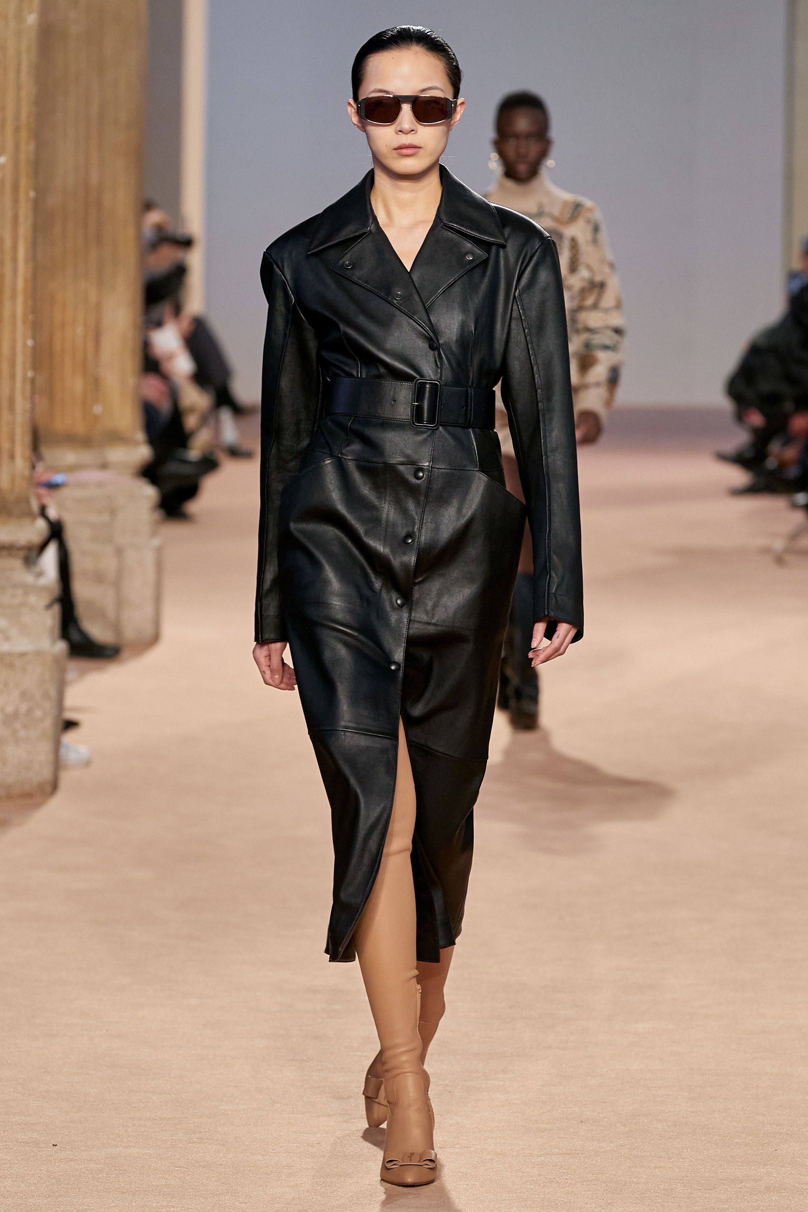 ex Colector valores  Milan Fashion Week FW 2020: Salvatore Ferragamo Minimalist Belted Coat    Clothia   Ready to wear, Milan fashion week, Fashion show