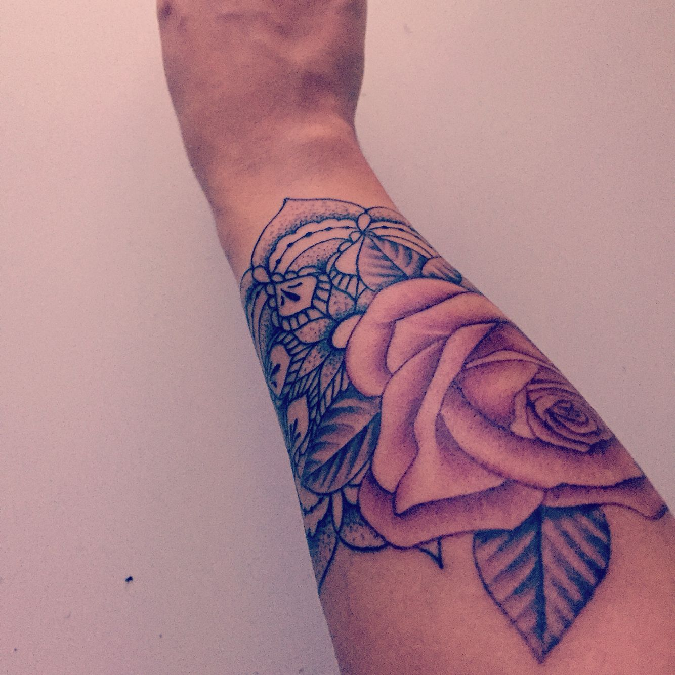 Tatouage Mandala Et Rose Poignet Tattoos That I Love
