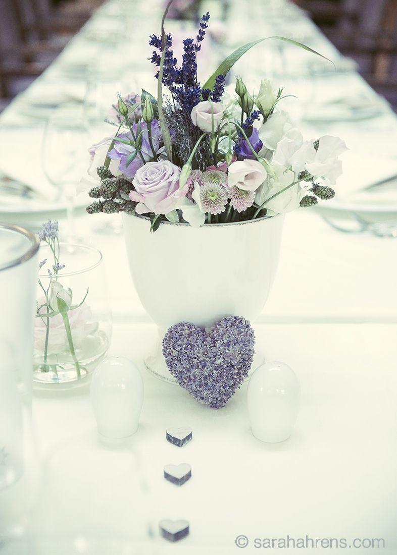 Tischdeko Hochzeit blau und flieder mit creme