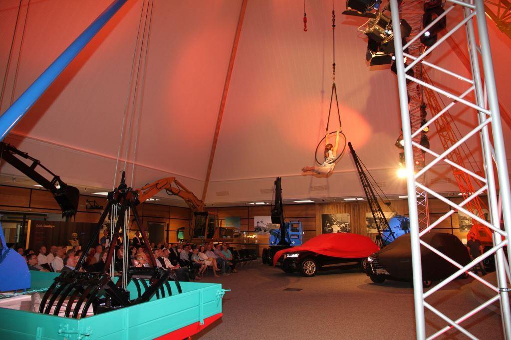 Tolle Event-Location: Das Sennebogen-Museum in Straubing, Niederbayern. Hier: VIP-Veranstaltung der Auto-Familie Ostermeier-Lichtinger zur Markteinführung des neuen Audi Q7. Juni 2015. Moderation: Jeannine Tieling.
