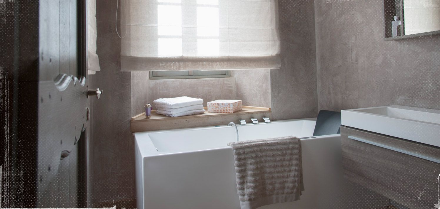 315709 Bathroom Makeover: Add a Touch of Luxe 09.12.2014