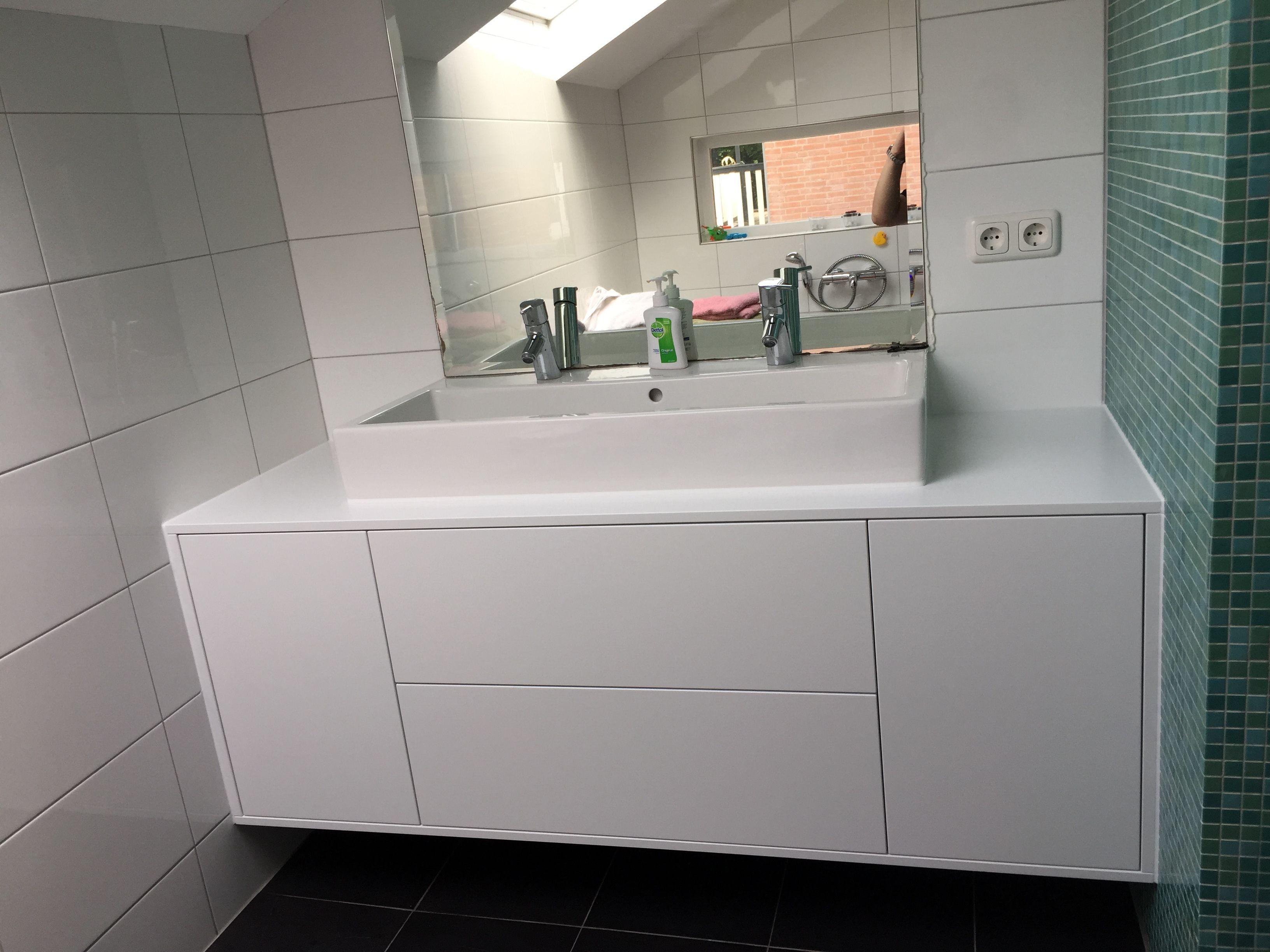 Badkamermeubel Op Maat : Badkamermeubel op maat gemaakt van watervast mdf en gespoten in