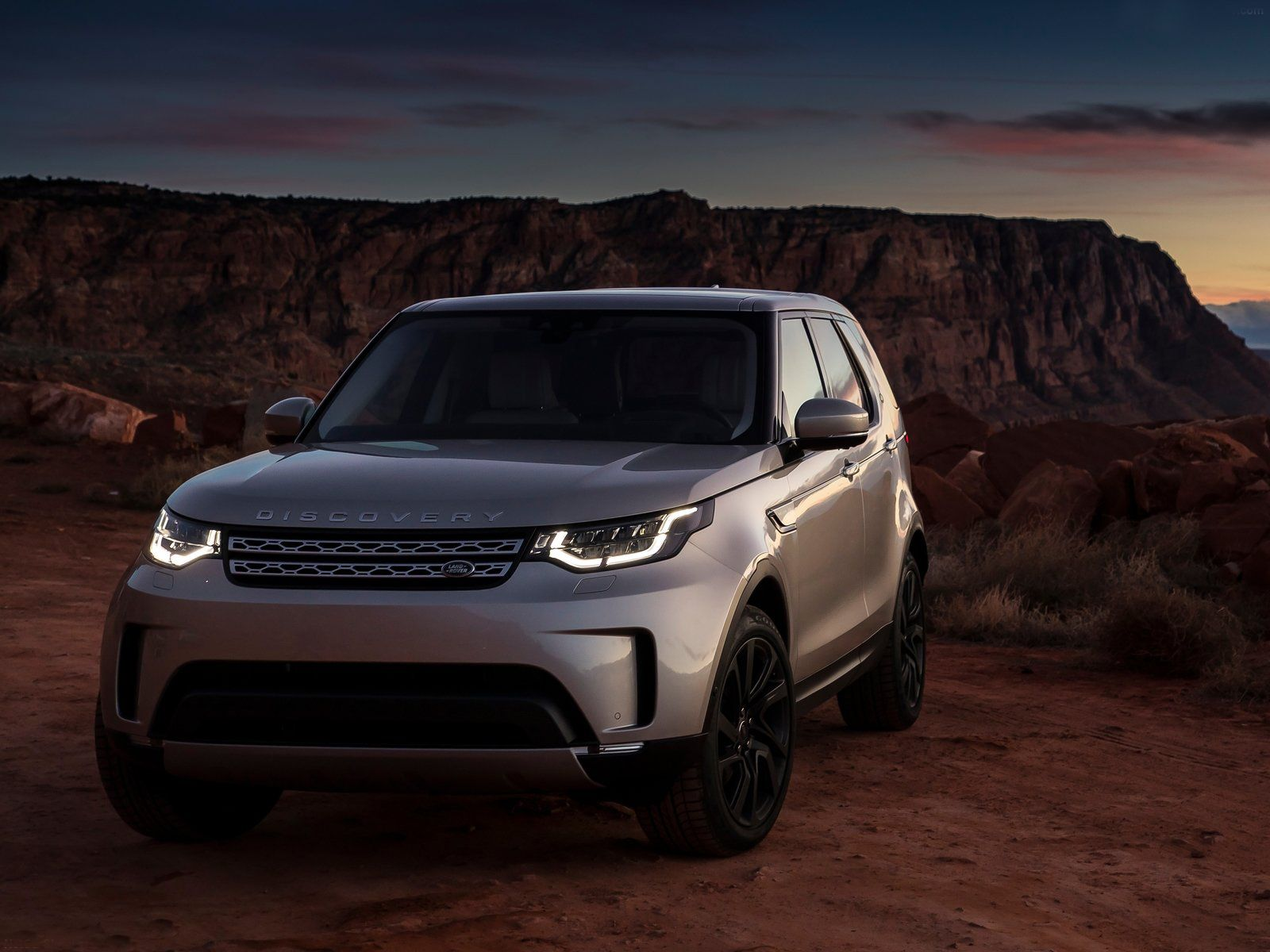 Beautiful Land Rover Discovery Sd4 2017 For more detail