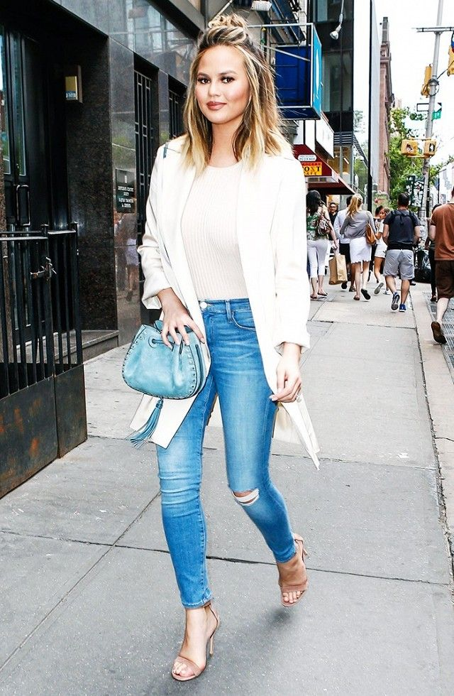 The Ultra-Slimming Outfit That Every Celebrity Wears - The Ultra-Slimming Outfit That Every Celebrity Wears Light Denim
