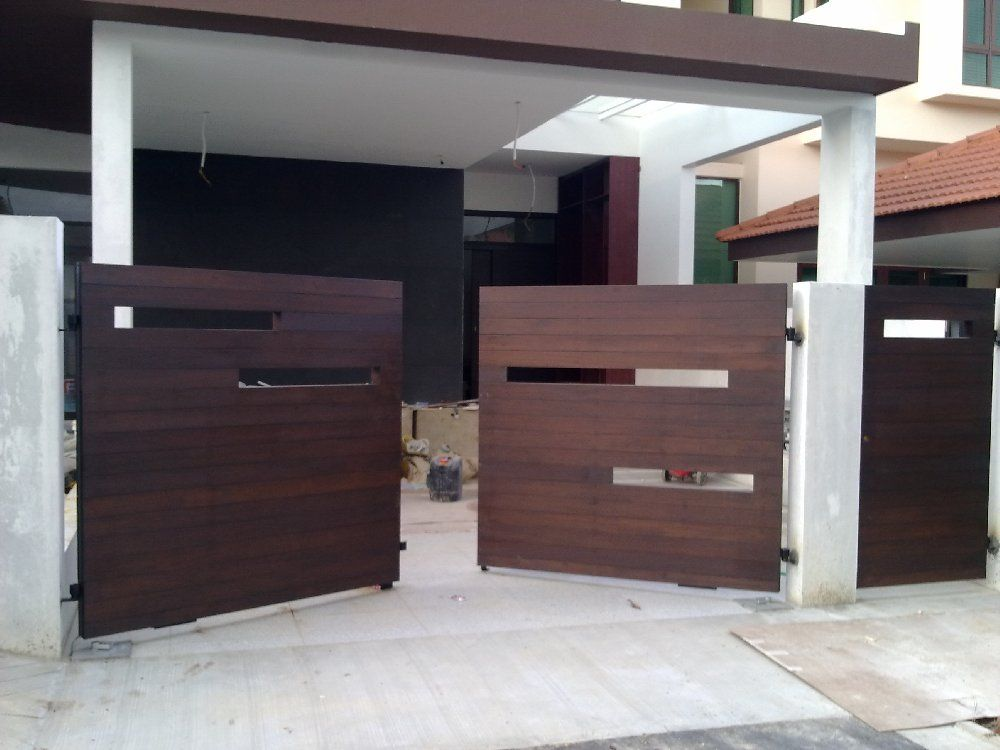 Modern wooden gate designs for homes fachadas e port es for Modern house gate designs