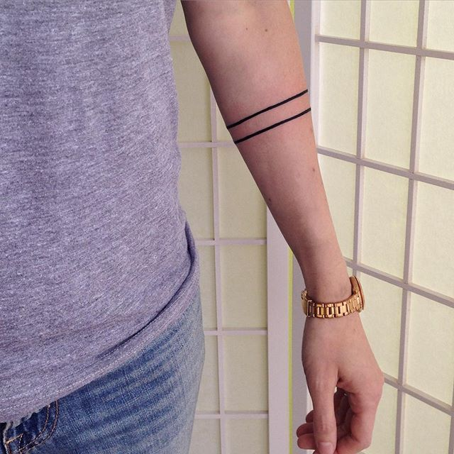 Arm Bands Can Be Either Dainty Or Bold Depending On A Personal Preference For Line Thickness And Arm Band Tattoo For Women Arm Wrap Tattoo Around Arm Tattoo