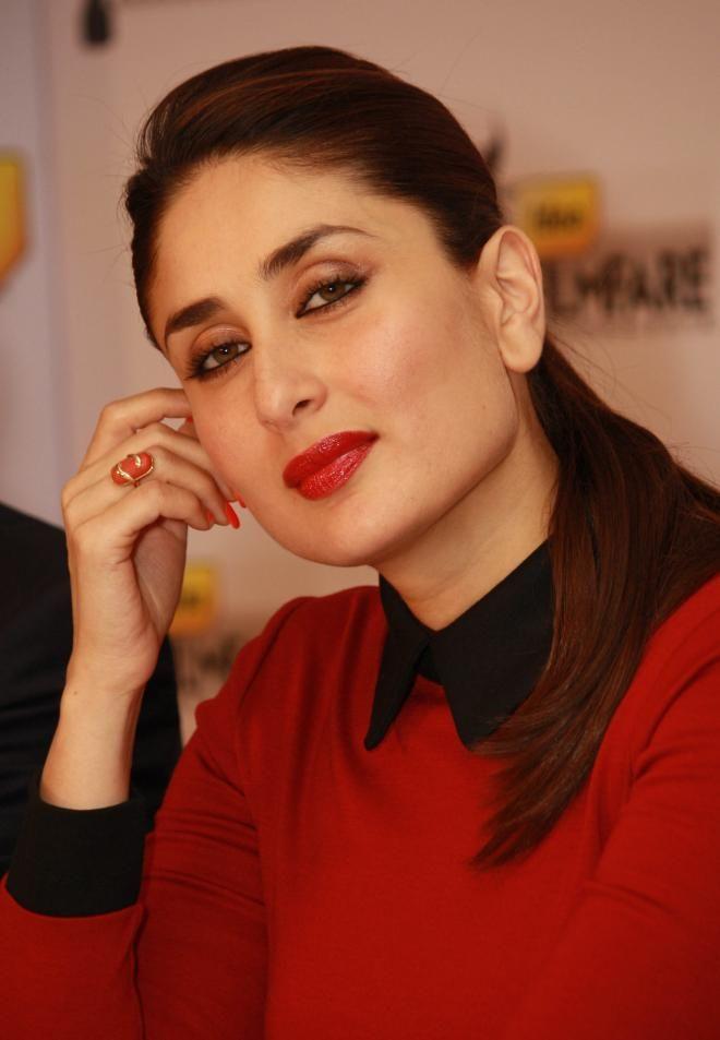 Gorgeous Indian Girl Kareena Kapoor Beautiful Pics In Red Dress Red Lipstick Shades Kareena Kapoor Kareena Kapoor Bikini