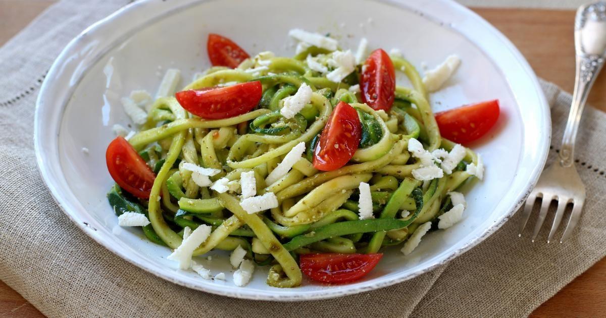 zoodle ou spaghettis de courgette au pesto et feta