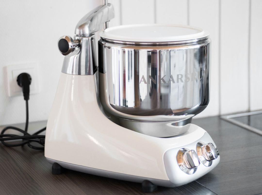 Im Test Die Ankarsrum Kuchenmaschine Aus Schweden Milchreiskuchen Brezel Zucchini Hackfleisch Auflauf