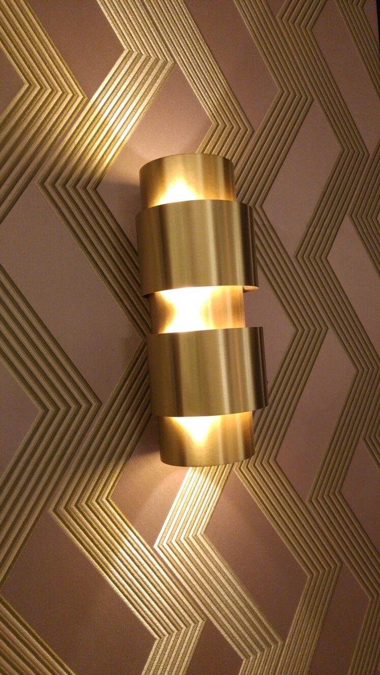 Italiaans en Art deco stijl, messing kleurige lamp.
