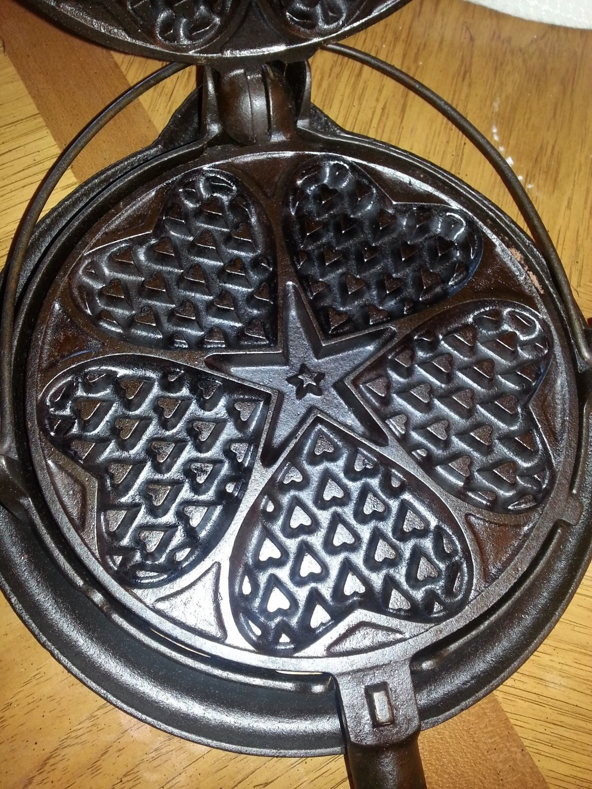 griswold vintage cast iron waffle maker heart star no 18 with low