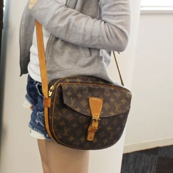 Authentic Louis Vuitton Jeune Fille GM large. Beautiful vintage! Clean  inside. No peeling or stickiness. LV canvas is perfect. Straps and front  leather ... 0c60b2d4c2744