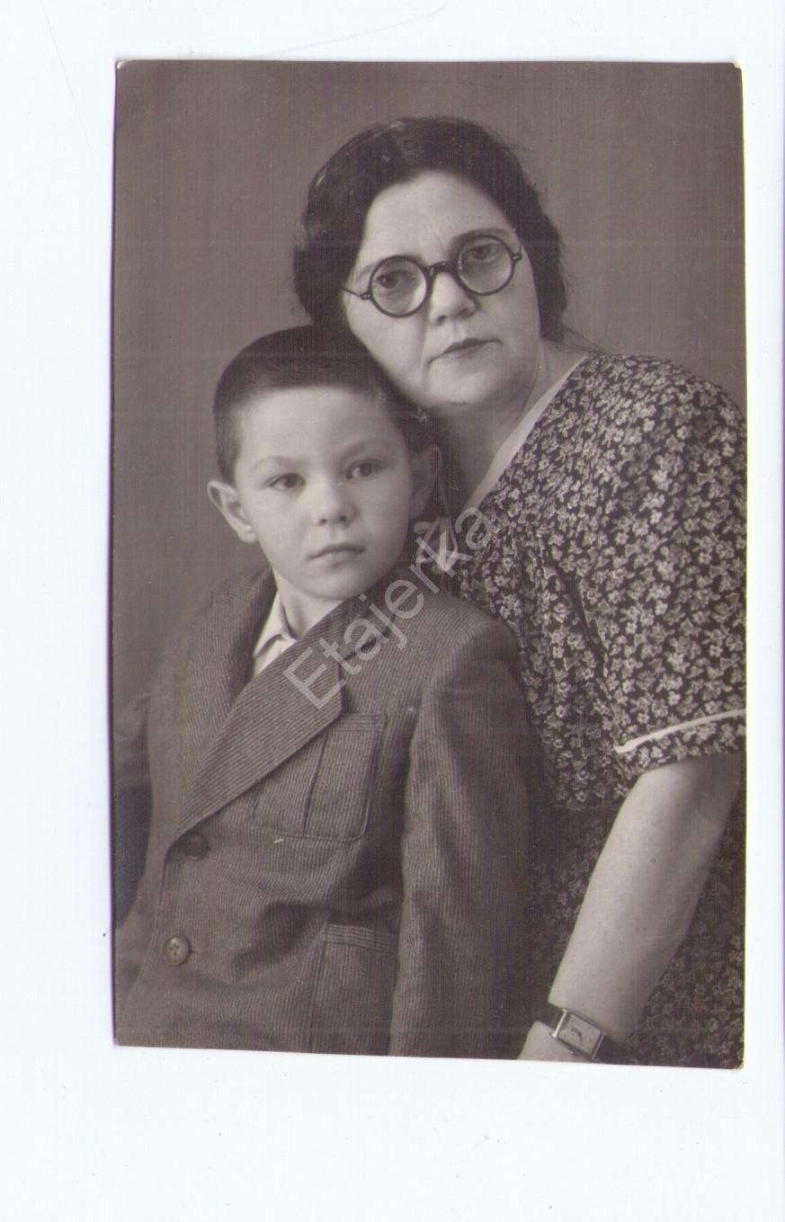 Женщина с мальчиком. Павлоград. 1952.дети. Фото СССР ...
