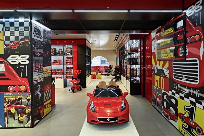 Loja da Ferrari em Milão apresenta simuladores de Fórmula 1