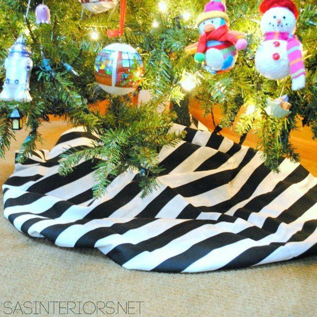 15 Gorgeous Christmas Tree Skirts That Only Look Expensive Christmas Tree Skirt Gorgeous Christmas Christmas Tree
