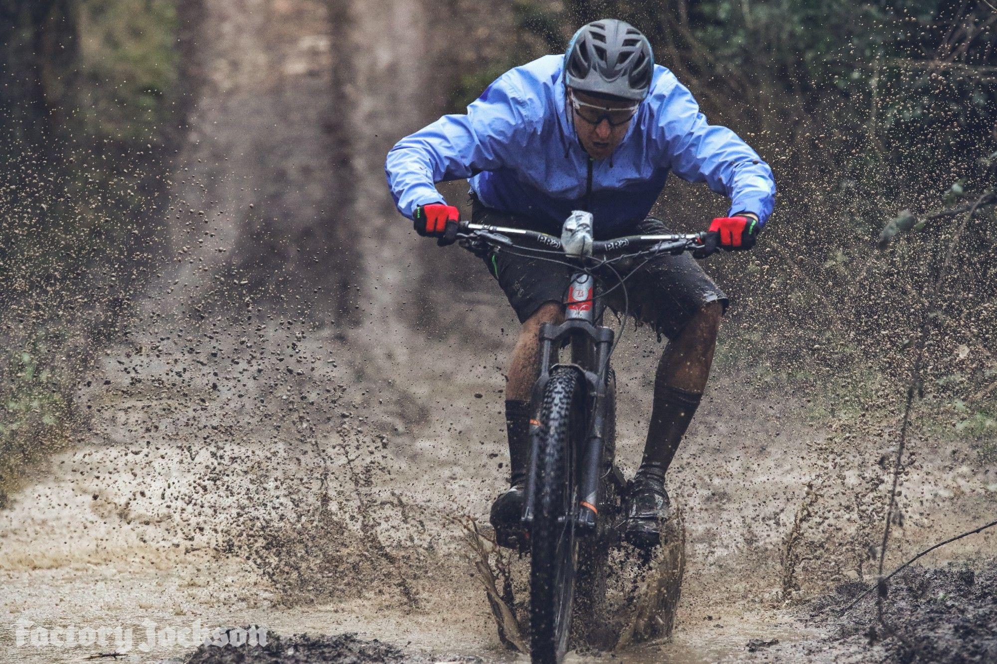 Sealskinz MTB Mountain Bike Cycling Mid Weight Knee Length Waterproof Socks